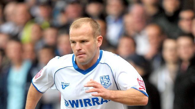 Andy Robinson netted a late winner to sink Everton