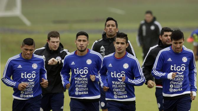 Paraguay's Richard Ortiz, from left, physiotherapist Juan Fontana, Bruno Valdez, Lucas Barrios, Derlis Gonzalez, Nestor Ortigoza and Edgar Benitez, run during a training session in Ypane, Paraguay, Saturday, Oct. 10, 2015. Paraguay will face Argentina Tuesday, in a World Cup qualifying soccer match. (AP Photo/Jorge Saenz)