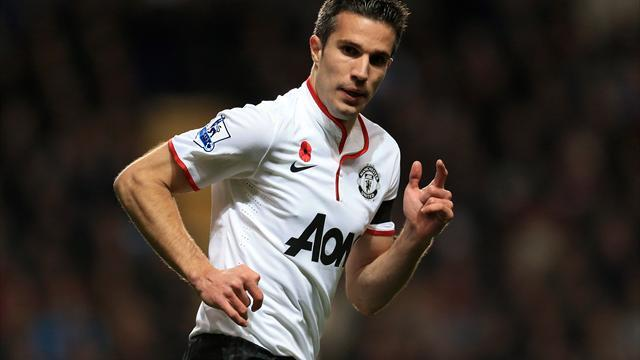 Football - Van Persie hailed as model striker