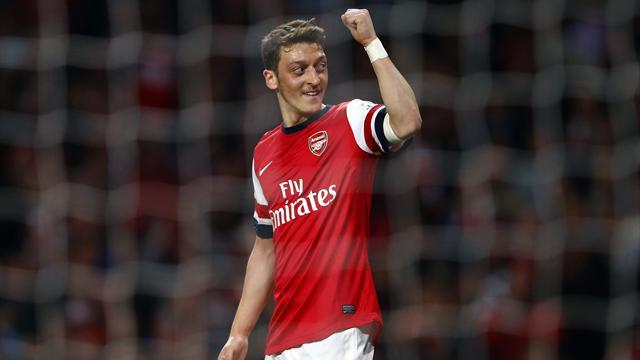 Premier League - Arsenal close on Champions League place with win over Newcastle