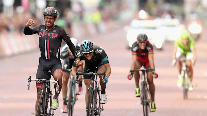 Cycling - Blythe surges to surprise win in wet RideLondon-Surrey