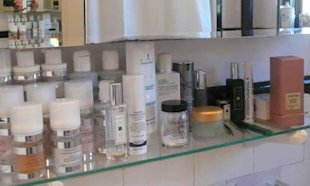 Make Up Artist Wendy Rowe Shows Us What's In Her Beauty Bag And Bathroom...