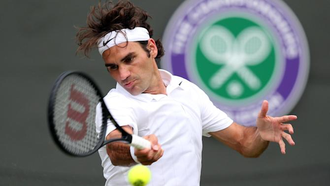 Wimbledon men - Federer casts aside Robredo in bid for eighth title