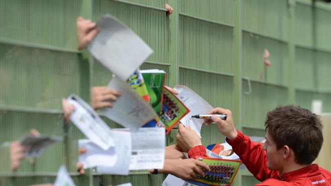 TOPSHOTS Czech Republic Vaclav Pilar (R) Signs Autographs AFP/Getty Images