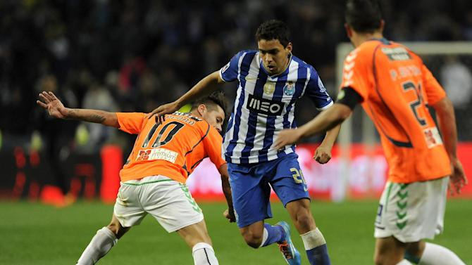 FC Porto's Carlos Eduardo, from Brazil, drives the ball past Vitoria Setubal's Miguel Pedro, left, and Pedro Queiros in a Portuguese League soccer match at the Dragao Stadium in Porto, Portugal, Sunday, Jan. 19, 2014. Carlos Eduardo scored once in Porto's 3-0 victory
