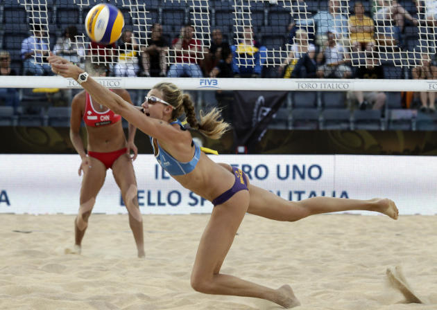 Kerri Walsh, of the U.S., returns the ball to China's Xi Zhang during the women's beach volleyball World Championships semifinal match in Rome, Saturday, June 18, 2011. (AP Photo/Pier Paolo Cito)