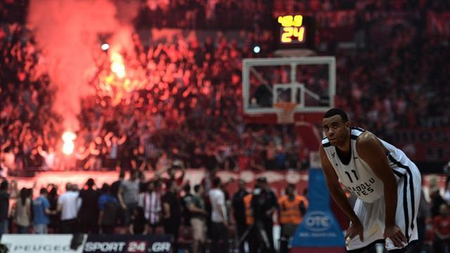 Basketball - Holders Olympiakos reach Euroleague Final Four