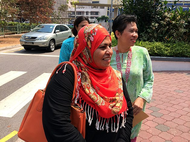 Sharifah bte Shafie, mother of Nurul Rohana Binte Ishak, leaves the Subordinate Courts after learning that Singapore has withdrawn its trespass charges against her daughter. (Yahoo photo)