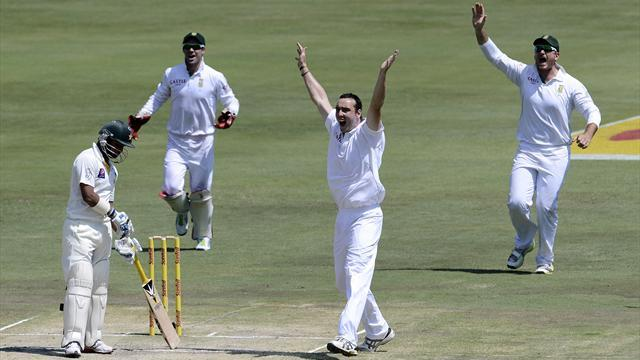 Cricket - Abbott steals show on debut as South Africa sweep Pakistan