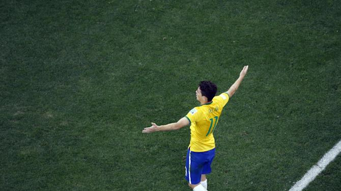 Oscar helps erase doubts about Brazil midfield