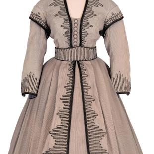"This undated photo courtesy of Heritage Auctions and HA.com shows an outfit worn in several scenes of the 1939 film ""Gone With the Wind"" by Vivien Leigh as she played Scarlett O'Hara. The outfit could fetch more than $100,000 when it goes up for auction. Dallas-based Heritage Auctions is offering the gray jacket and skirt featuring a black zigzag applique along with other items from the Academy Award-winning film at an auction in Beverly Hills, California, April 18, 2015. (Emily Clements/Heritage Auctions, HA.com via AP)"