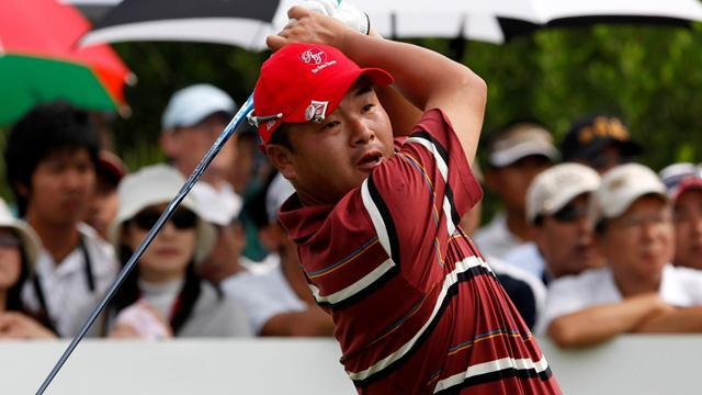 Golf - Japan's Oda takes one-shot lead in Thailand