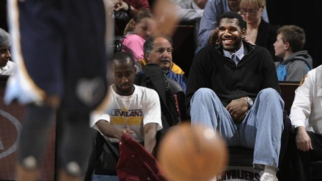 Basketball - Oden to trial with three teams