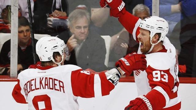Ice Hockey - Red Wings see off Devils