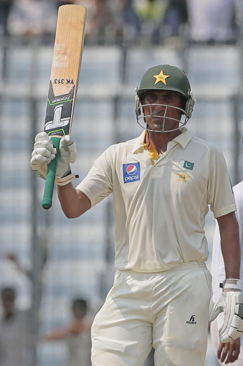 Pakistan's Younis Khan acknowledges the crowd after scoring a half-century during their second international test cricket match in Dhaka, Bangladesh, Wednesday, May 6, 2015. (AP Photo/ A.M. Ahad)