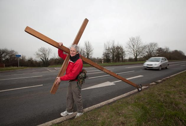 Christian Lindsay Hamon carries his cross near Taunton, Somerset, on the latest leg of his journey (SWNS)