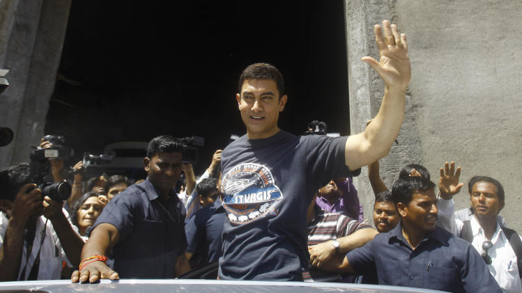 Bollywood actor Aamir Khan waves as he leaves after a media interaction on completion of his 25 years in Indian cinema, in Mumbai, India, Monday, April 29, 2013. (AP Photo/Rafiq Maqbool)