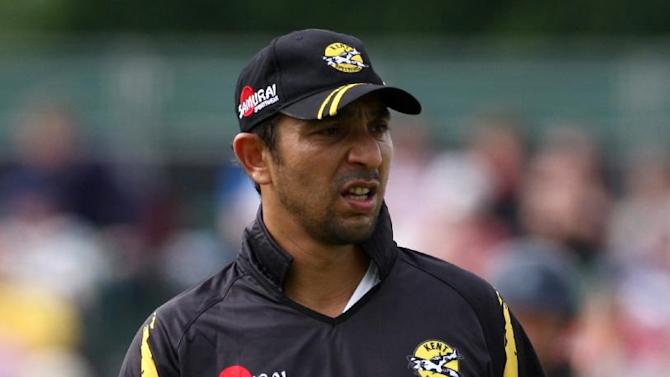 Azhar Mahmood was in fine form for the Aces to end Hampshires hopes of reaching the group stages