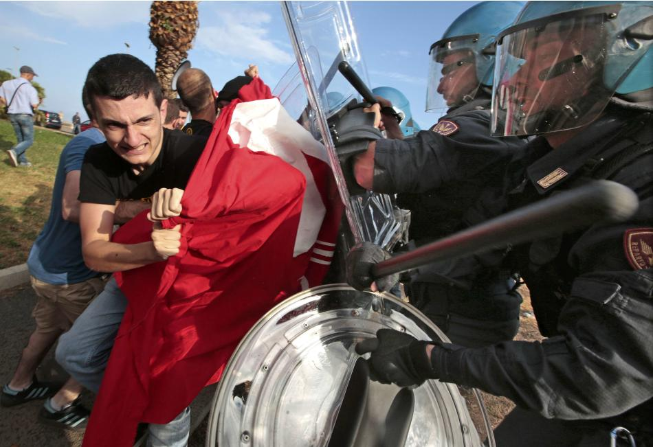 Italian police push back far right demonstrators from