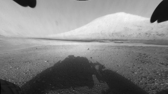 Mars Rover Curiosity Snaps Photo of Crater's Mysterious Mountain
