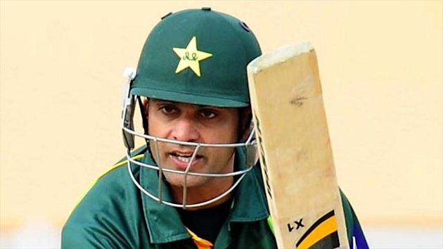 Pakistan's Mohammad Hafeez hit a second century in three ODI's against Sri Lanka to give his side a healthy first innings total.