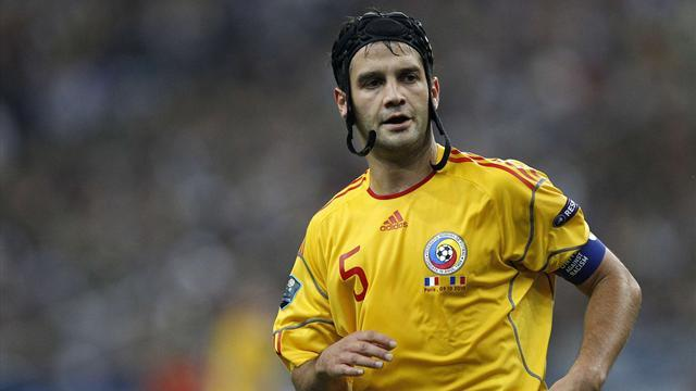 World Cup - Romania coach Piturca wants Chivu to return