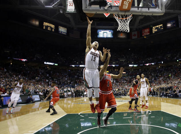 Milwaukee Bucks' Jerryd Bayless (19) puts up the game-winning shot against Chicago Bulls' Derrick Rose (1) during the second half of Game 4 of an NBA basketball first-round playoff series Satu
