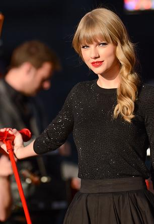Taylor Swift's 'Red' Sells 1.2 Million Copies in First Week