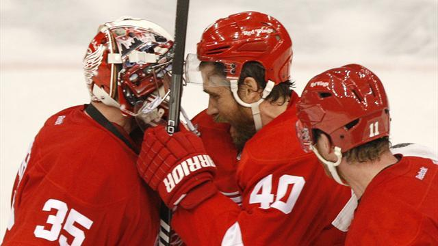Ice Hockey - Howard back in frame for Red Wings