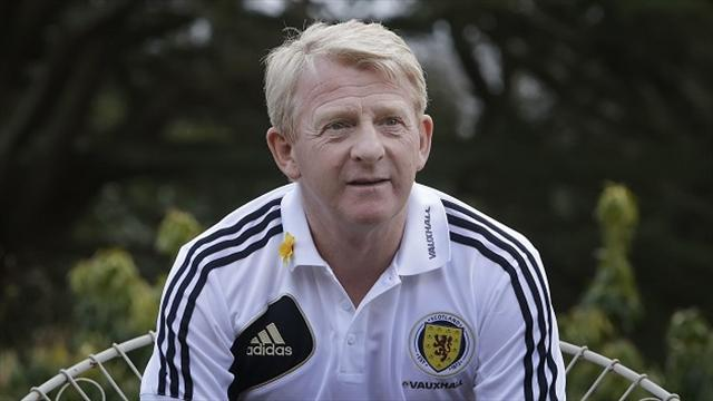 Football - Strachan wants full-time league
