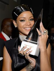 Rihanna is the first EVER winner of the AMA Icon Award.