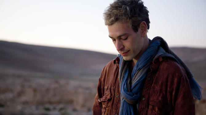 """This undated image released by Thirty Tigers shows Hassidic raggae musician Matisyahu. The 33-year-old Matisyahu is far from the one who lived for years in a modest apartment in Crown Heights, the Orthodox Jewish neighborhood in Brooklyn. He's moved his wife and three sons to Los Angeles, favors pastels over dark suits, ditched the yarmulke, changed his management team, and is self-releasing his music. This month, he releases his fourth studio CD, """"Spark Seeker,"""" a fresh sound produced by Kool Kojak with reggae, hip-hop and electronica layered over Middle Eastern instruments and rhythms.  (AP Photo/Thirty Tigers, Mark Squires)"""