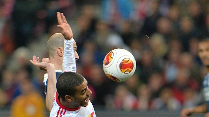 Salzburg's Alan , right, and Standard's Laurent Ciman challenge for the ball  during the Europa League group C soccer match  between Red  Bull Salzburg and Standard  Liege  in Salzburg , Austria, Thursday , Oct.  24, 2013