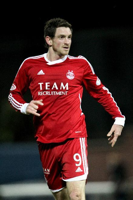 Scott Vernon missed a late chance to snatch all three points for Aberdeen