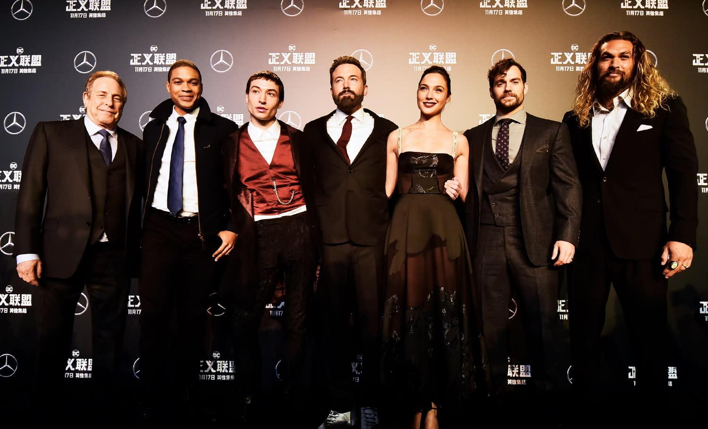 <p>六位超級英雄齊聚北京,展開了《正義聯盟》全球宣傳的第一站,也足見他們對中國市場的重視。現場放映了二十五分鐘的電影片段,讓現場觀眾得以搶先全球,從中一窺《正義聯盟》的精彩好戲。 </p>