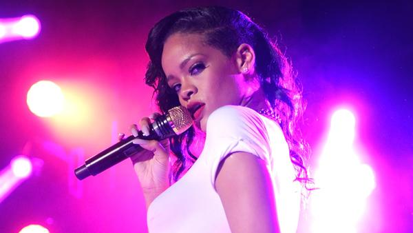 Rihanna's '777' Tour, Day 4: Hysteria in Paris