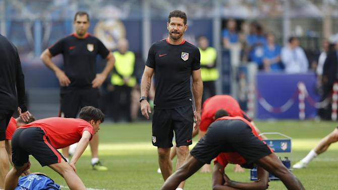Atletico Madrid coach Diego Simeone during training