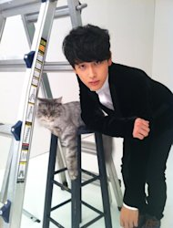 Lim Si Wan reveals a photo of himself with a cat