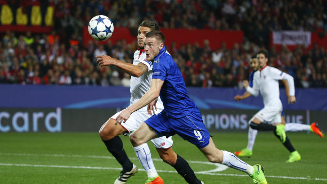 Leicester City's Jamie Vardy in action with Sevilla's Daniel Carrico