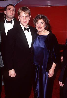 Ben Affleck and Matt Damon with Matt's mom 70th Annual Academy Awards Los Angeles, CA 3/23/1998
