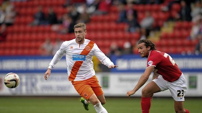Football - Davies makes Blades switch