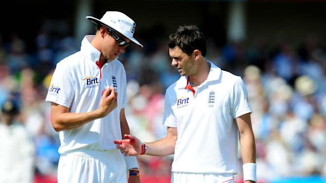 James Anderson, right, has backed fellow seamer Stuart Broad, left, to come good