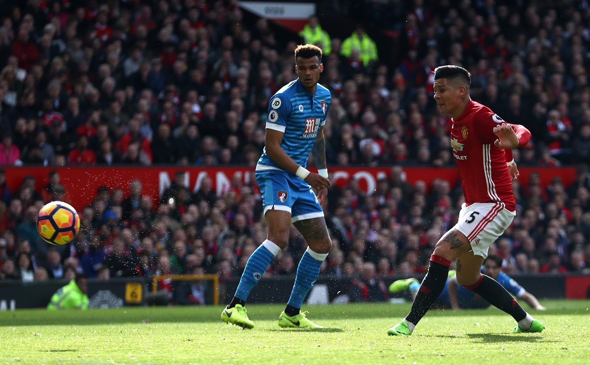 Marcos Rojo puts United 1-0 up