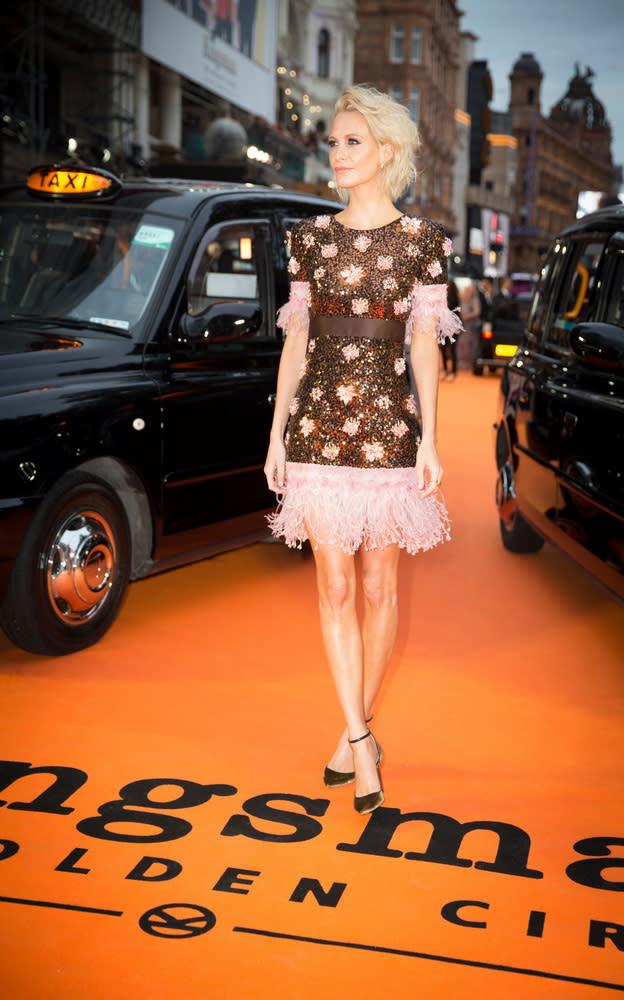 <p>在倫敦首映現場上,兩台計程車並排迎接金士曼與仕特曼的大駕光臨。(圖:本集新加入的女星芭碧迪樂芬妮) </p>