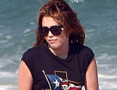 pst Miley Cyrus On Vacation