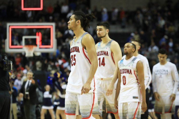 Arizona's Keanu Pinder and teammates react to their 73-71 loss to Xavier. (Getty)