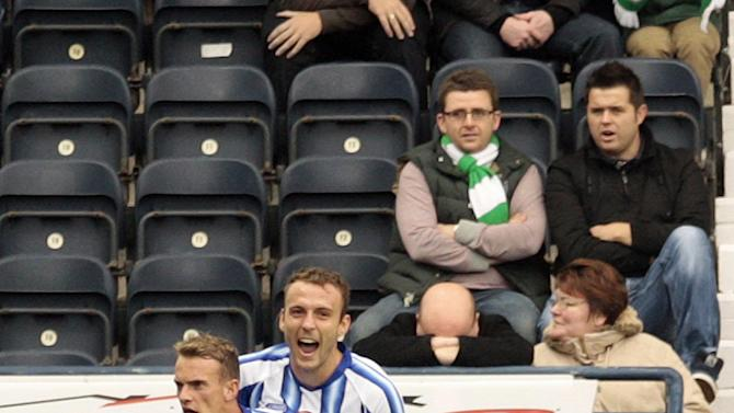 Dean Shiels (left)