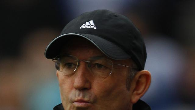 Football - Pulis calls for character
