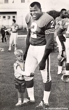 Gilchrist is seen with three-year-old fan Jay Gomer during the Denver Broncos' 1965 training camp.