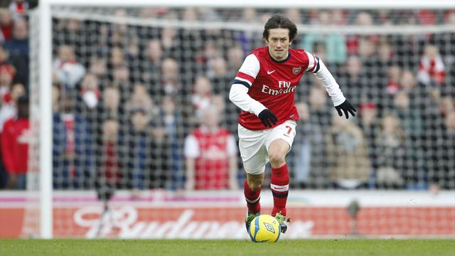 Champions League - Rosicky fit for Napoli clash